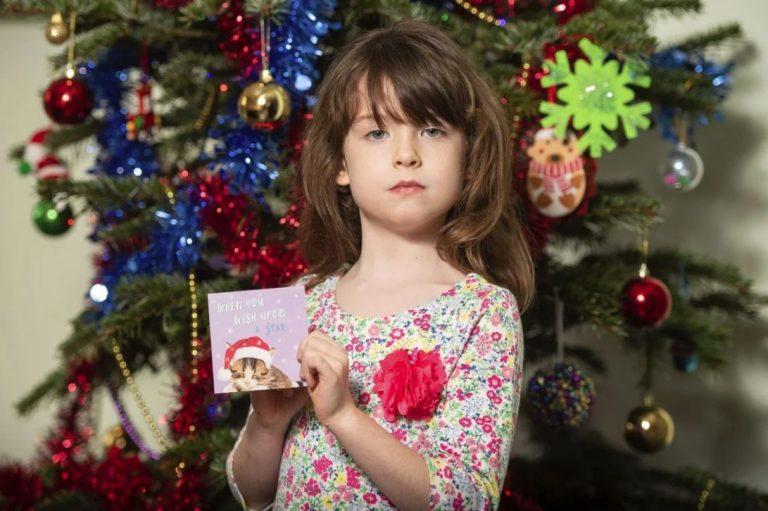 Thông điệp cầu cứu từ tấm thiệp Giáng sinh