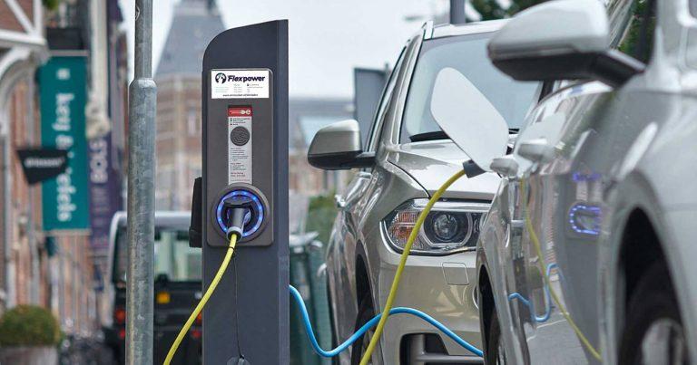 Biếu $4,425 cho người mua xe hơi điện