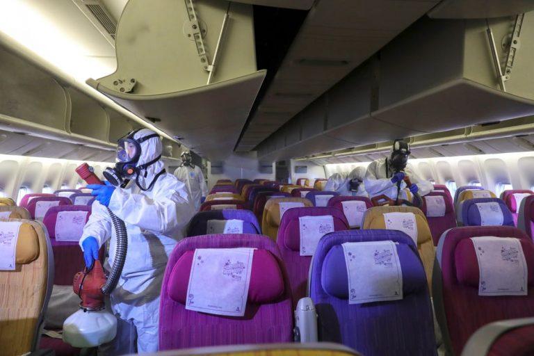 Cách phòng Covid-19 trên máy bay