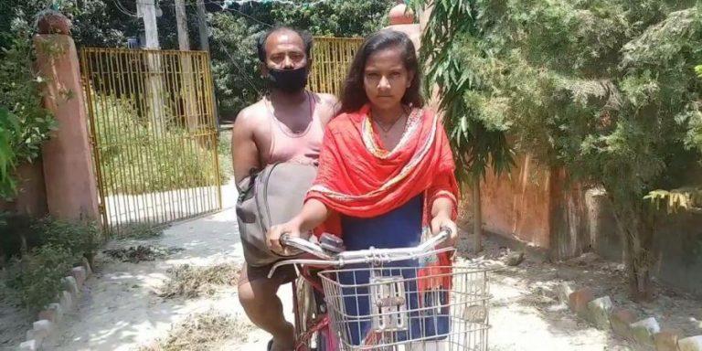 Bé gái Ấn Độ 15 tuổi đạp xe đạp 1.100 km chở cha về quê