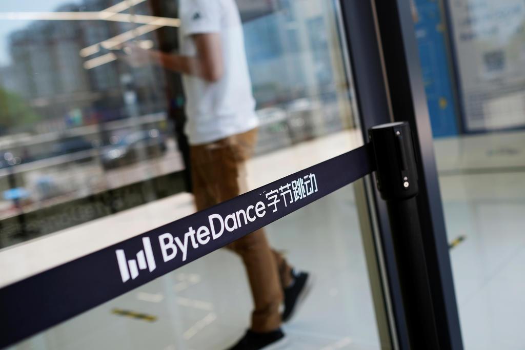 Bị ép cùng đường, công ty Trung Quốc chấp nhận thoái vốn để cứu TikTok - Ảnh 1.