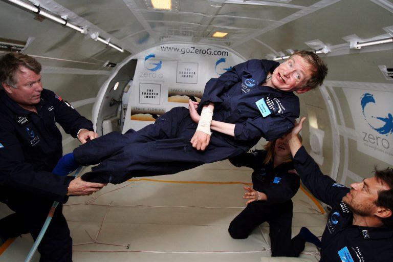 Stephen Hawking, người ngồi xe lăn du hành vũ trụ