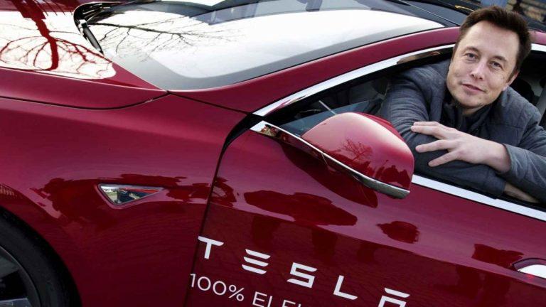 Elon Musk dùng tiền làm gì?