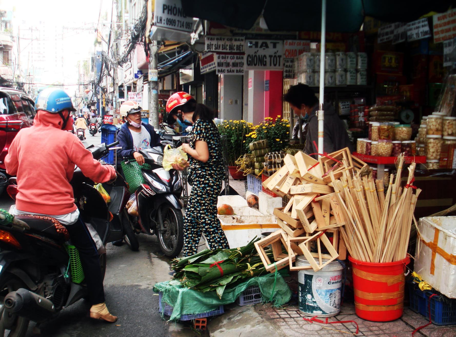 Những tiệm giò chả nổi tiếng khu Ông Tạ