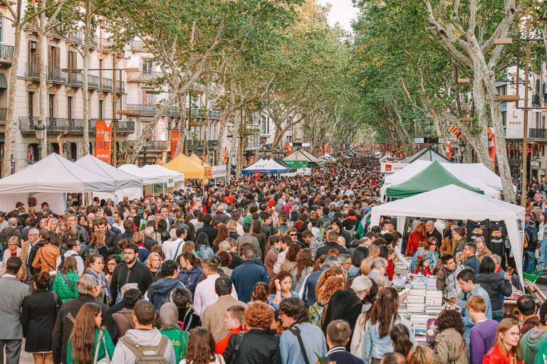 Ngày của sách, hoa hồng và tình yêu ở Tây Ban Nha
